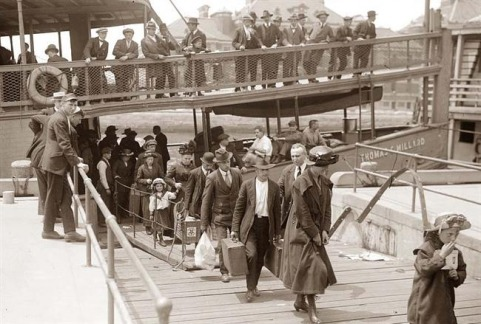 Ellis Island Immigrants In 1900 S New York City